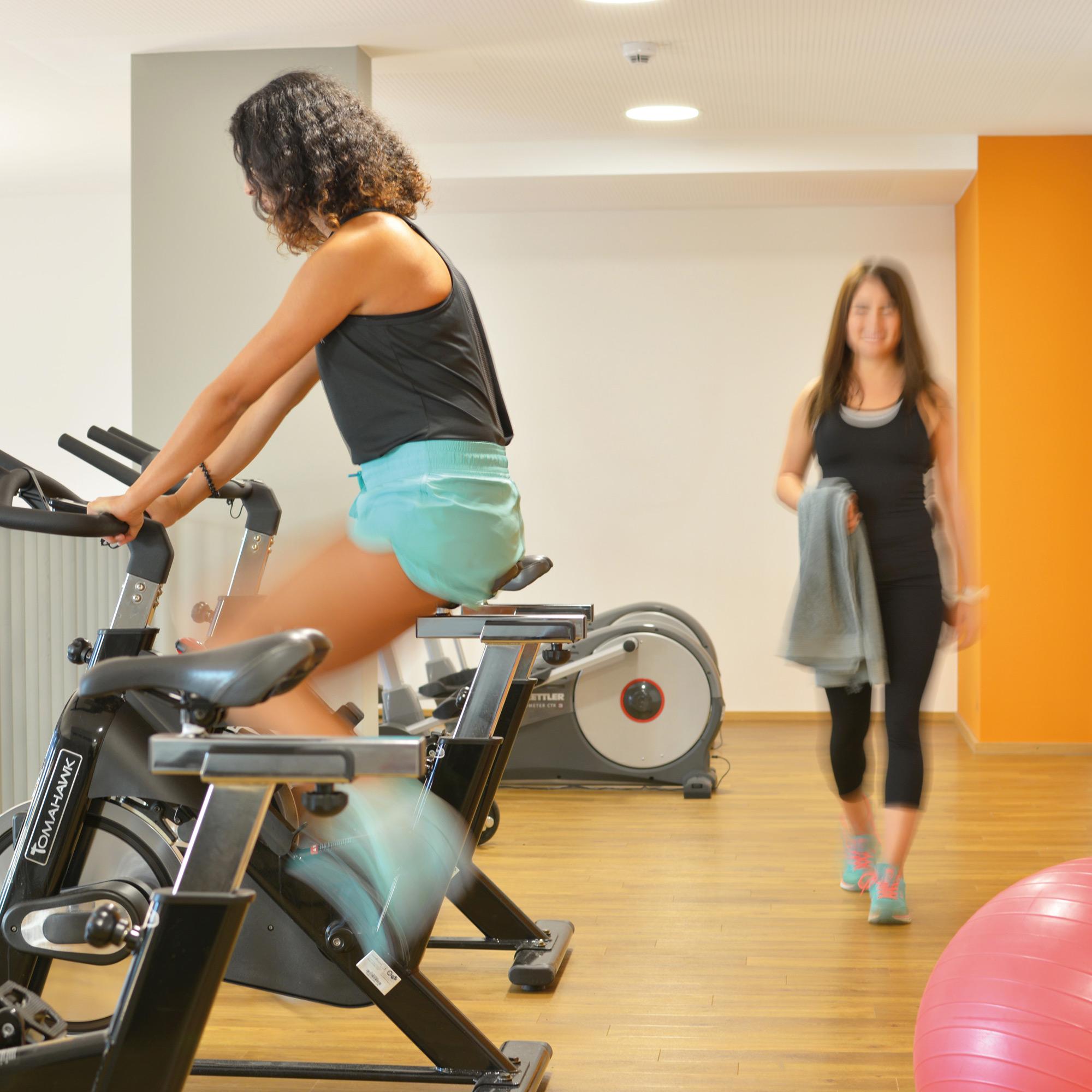 Gemeinschaftsraum mit Fitnessdeck in der Studentenwohnanlage studiosus 4