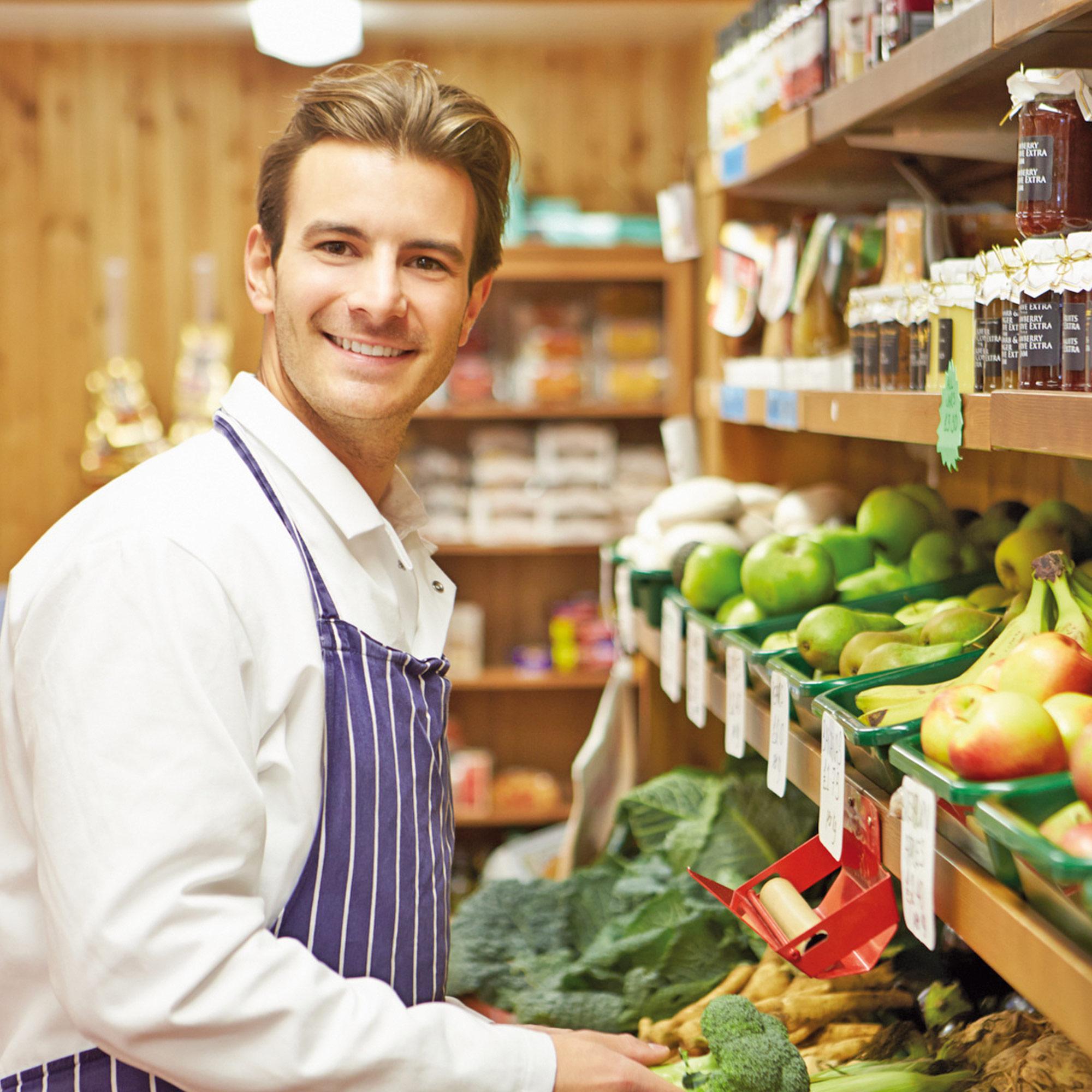 Verkäufer im geplanten Bio-Supermarkt im Gebäude der Studiosus 5 Wohnanlage in Augsburg